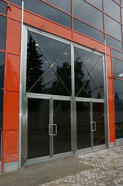 Специализированные дверные и оконные конструкции: бронированные двери и противопожарные окна